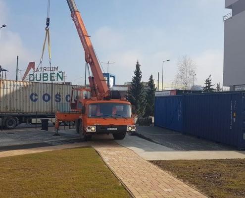 Přemísťování skladu z lodního kontejneru i s jeho obsahem