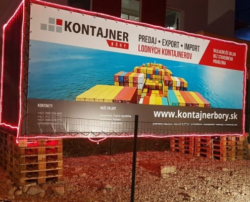 Reklama na lodním kontejneru